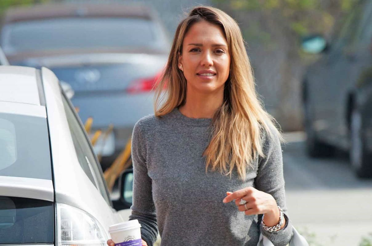The 3rd Bun in the Oven – Jessica Alba Makes the Cutest